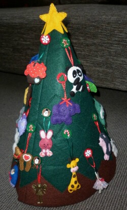 Bella's felt Christmas tree side 1