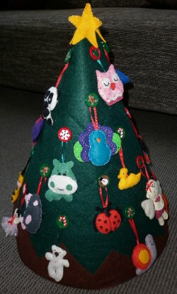 Childs felt Christmas tree