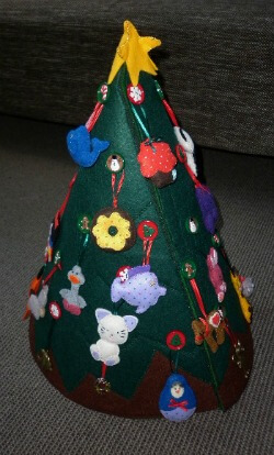 Bella's felt Christmas tree side 4